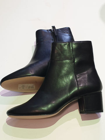 H & M Black Boots Womens Size 37