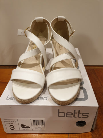 Betts Childrens Wedge Shoes Size 3