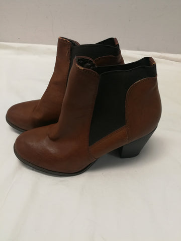 LONDON REBEL BOOTS Size 8