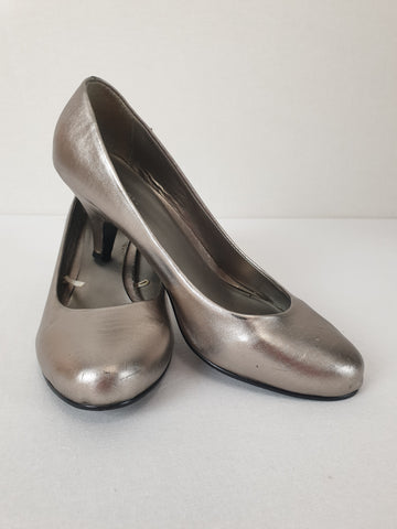 'Vintage Style' Target Silver Heels Womens Size 8