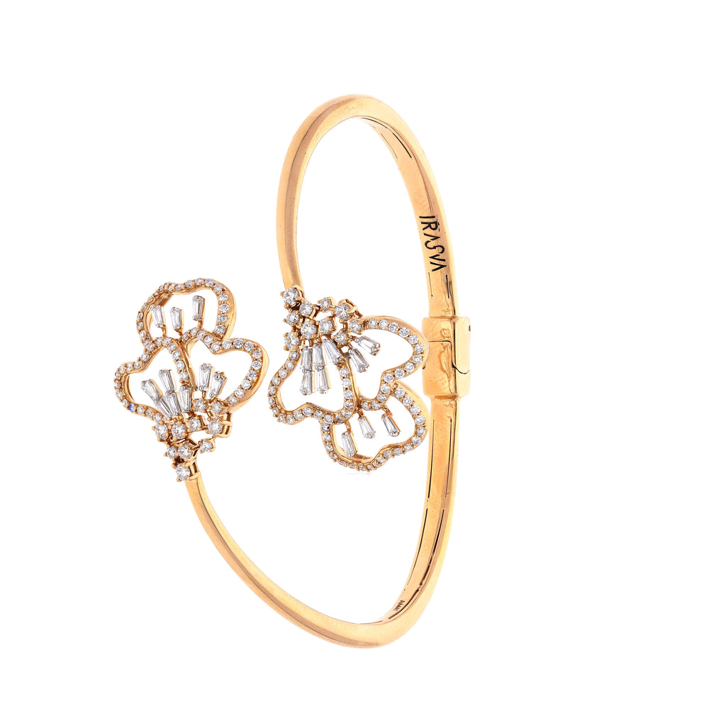 Scatter Waltz Heartful Diamond Bangle