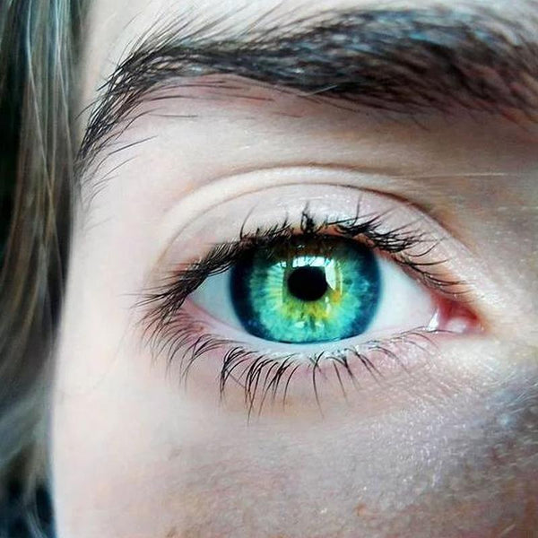 Natural color three-mix green (12 months) contact lenses