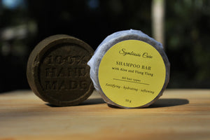 This natural and gentle shampoo bar will keep your hair hydrated with its combination of Aloe Vera butter and oat milk.