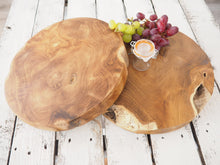 Load image into Gallery viewer, Reclaimed Wood Chopping Board - Round - Small