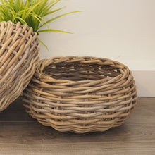 Load image into Gallery viewer, Small Round Wicker Basket