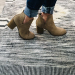 Load image into Gallery viewer, Day Walking Chunky Booties
