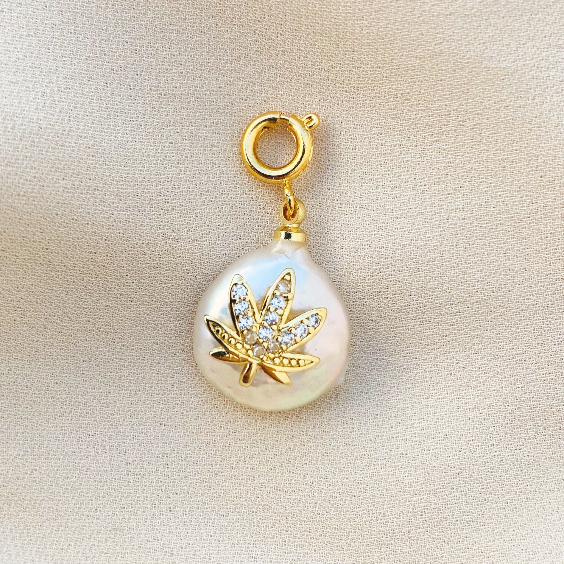 NEW ! Charm Leaf On Pearl