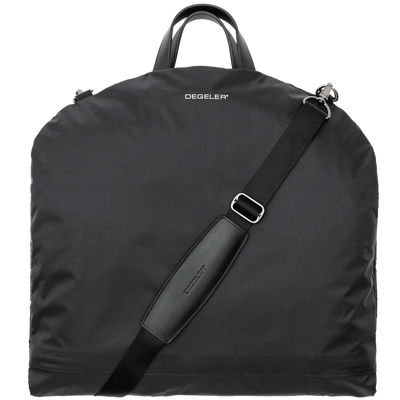 <b>The SkyHanger shoulder strap:</b><br>for hands-free and wrinkle-free travel with your suits.