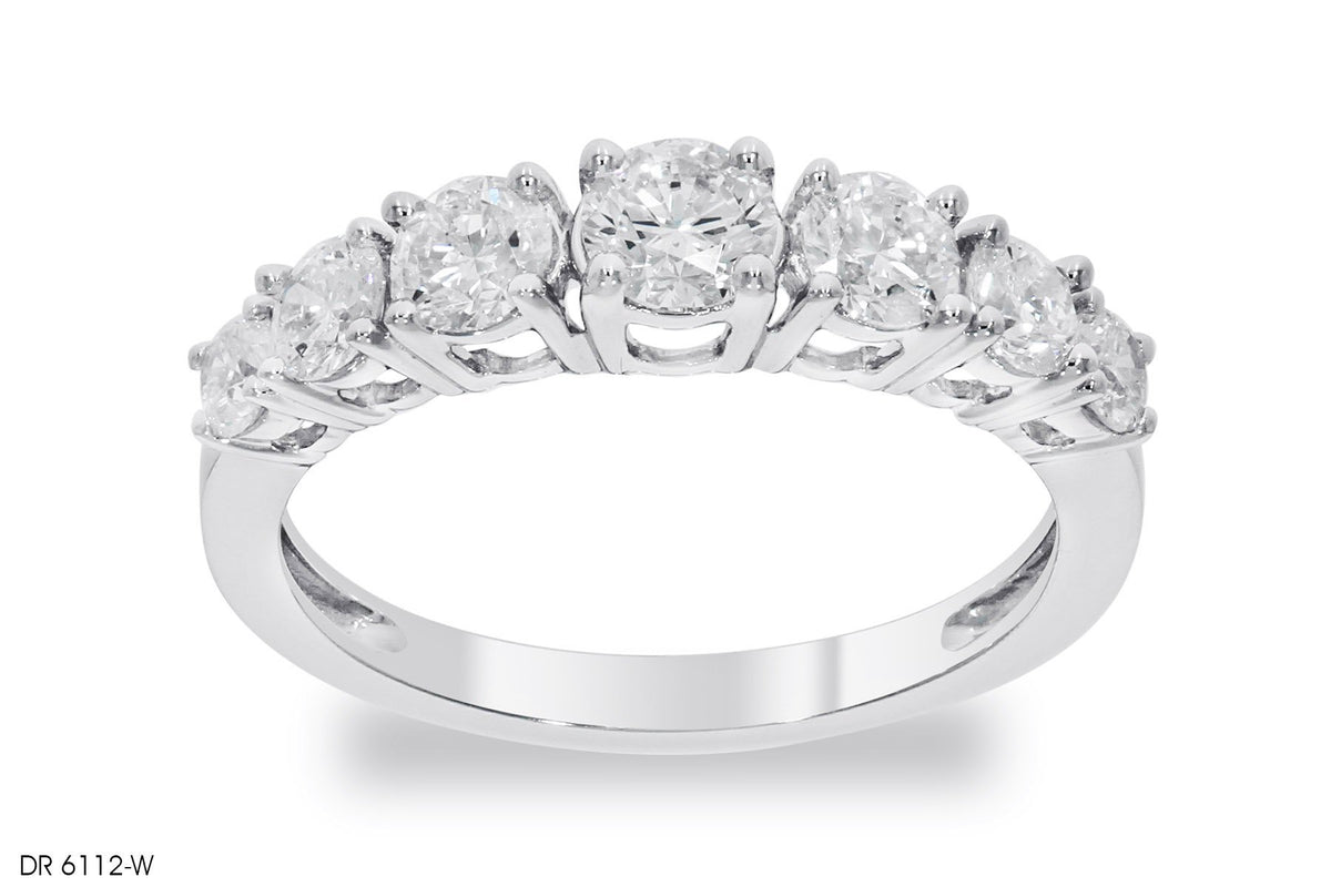 Fascinating Round Cut Diamond Engagement Ring