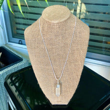 "Load image into Gallery viewer, Sterling Silver 18"" Selenite Necklace"