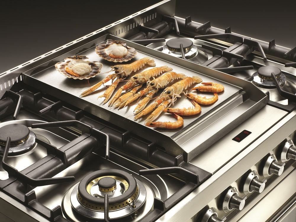 Range cooker with frytop hob