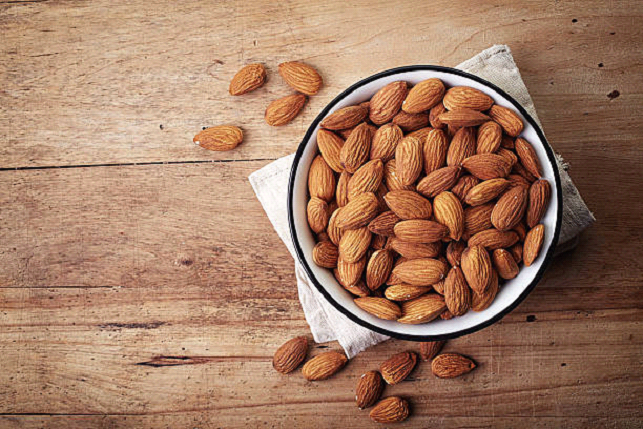 picture of a bowl of almonds