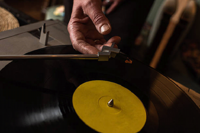 are old record players still worth money?