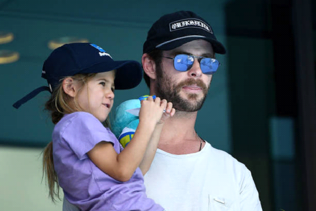 Chris Hemsworth with his kid