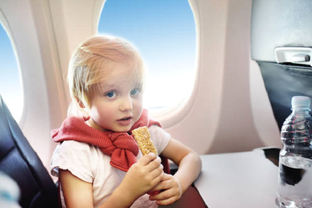 what should kids eat on a plane?
