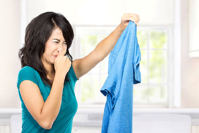remove bad odors from laundry
