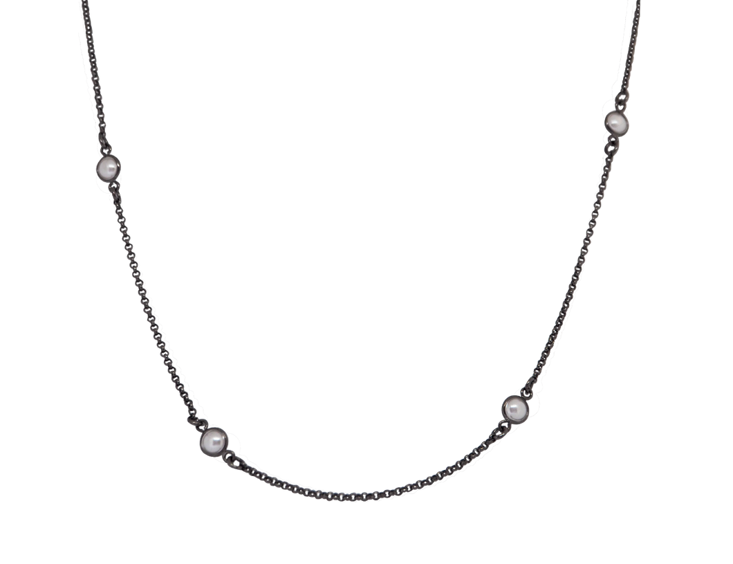Black rhodium long necklace with lovely pearl stones. Sign up to our newsletter to get 10% off on your first purchase! Limited stock!