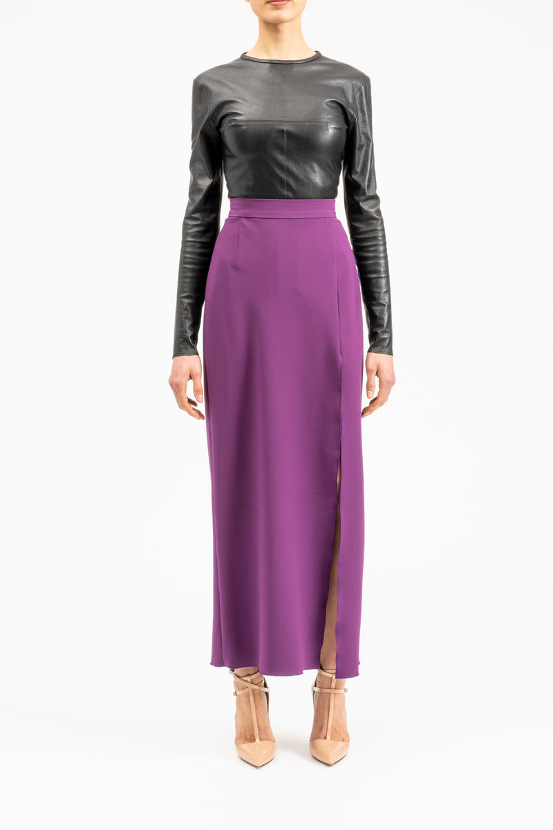 Pencil skirt in midi-length with slit