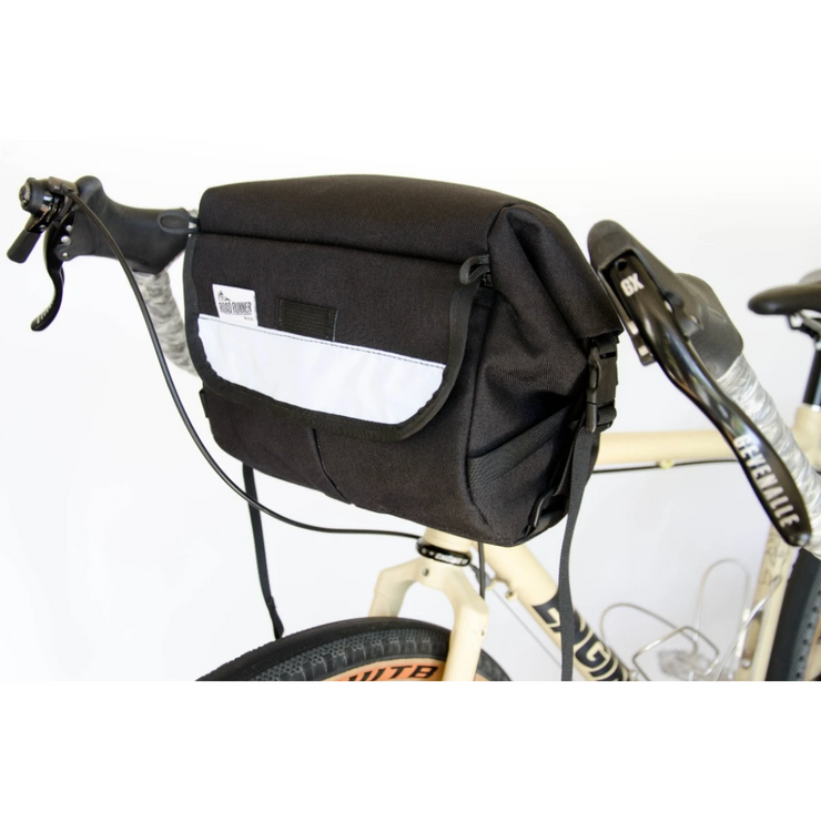 Roadrunner Jammer Handlebar Bag black full view on bike