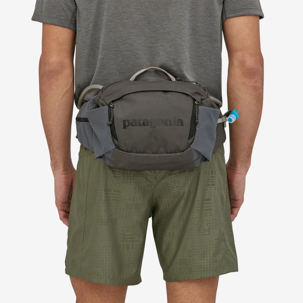 Patagonia Nine Trails Waist Pack 8L forge gray on model