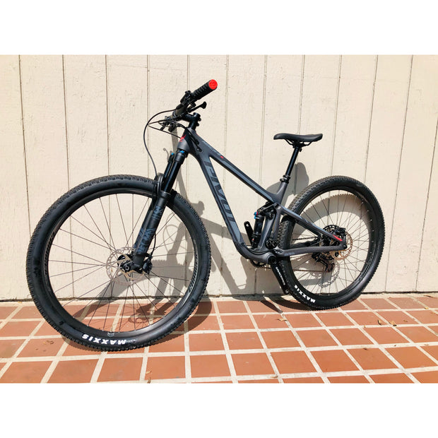 pivot mach 4 sl race XT non drive side of bike