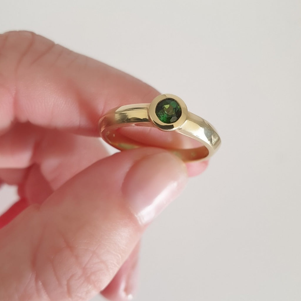Solid Yellow Gold And Round Cut Green Tourmaline Ring