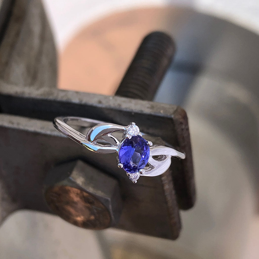 Decorative White Gold Tanzanite and Diamond Ring