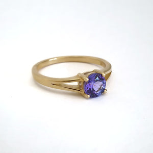 Elegant Split Shoulder Round Cut Tanzanite Yellow Gold Ring