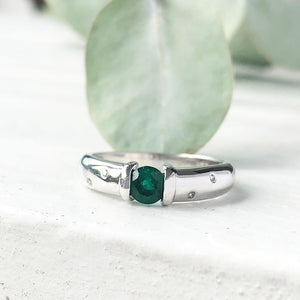 Emerald And Diamond Sprinkled Shoulder Ring