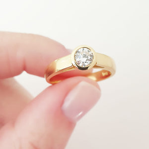 Handcrafted Solitaire Yellow Gold Diamond Side Shoulder Split Ring