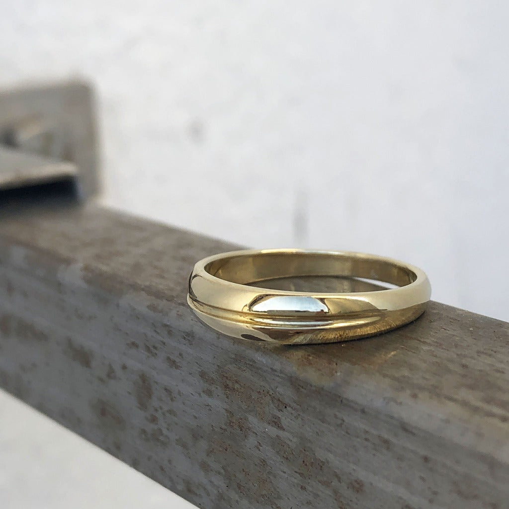 Tapered 9ct Yellow Gold Band with Groove Accent