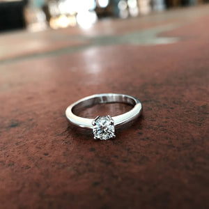 4 Claw Round Cut Diamond ring