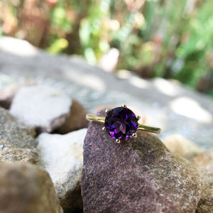 Round Cut Amethyst and Yellow Gold Six Claw Ring