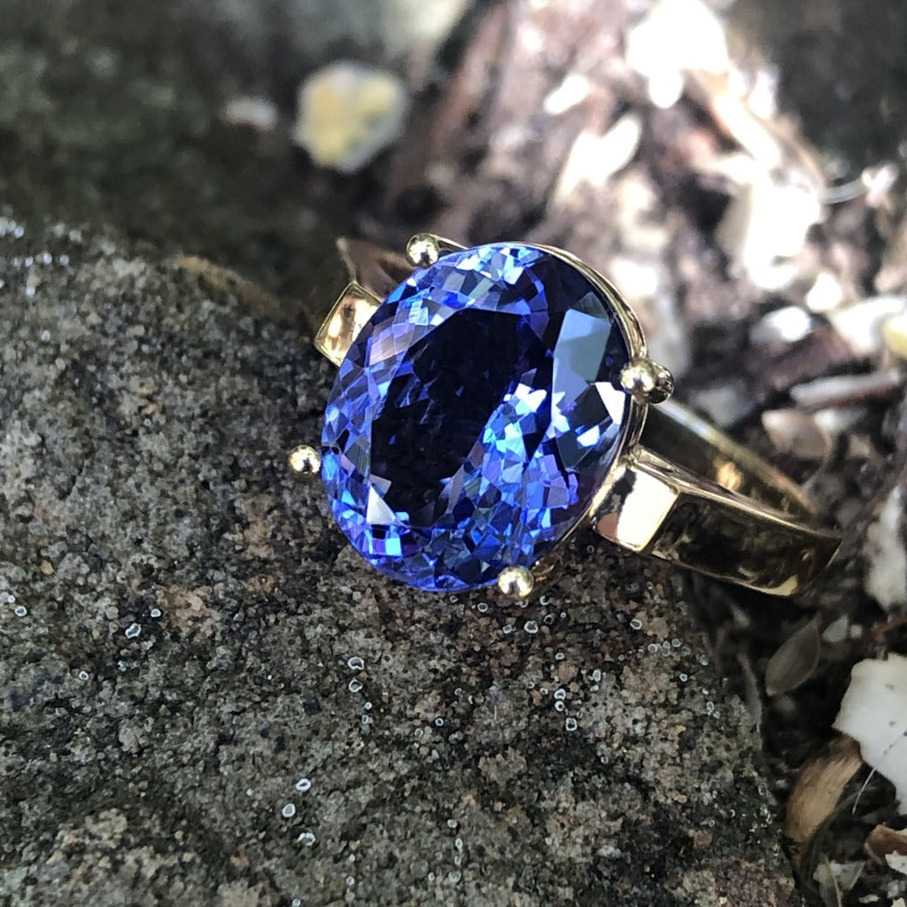 Handcrafted Oval-Cut Tanzanite Solitaire Ring in Yellow Gold