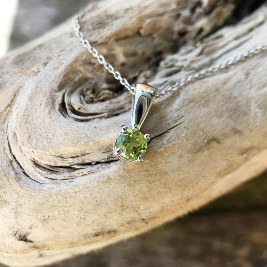 Elegant Round Cut Peridot Solitaire Pendant and Chain