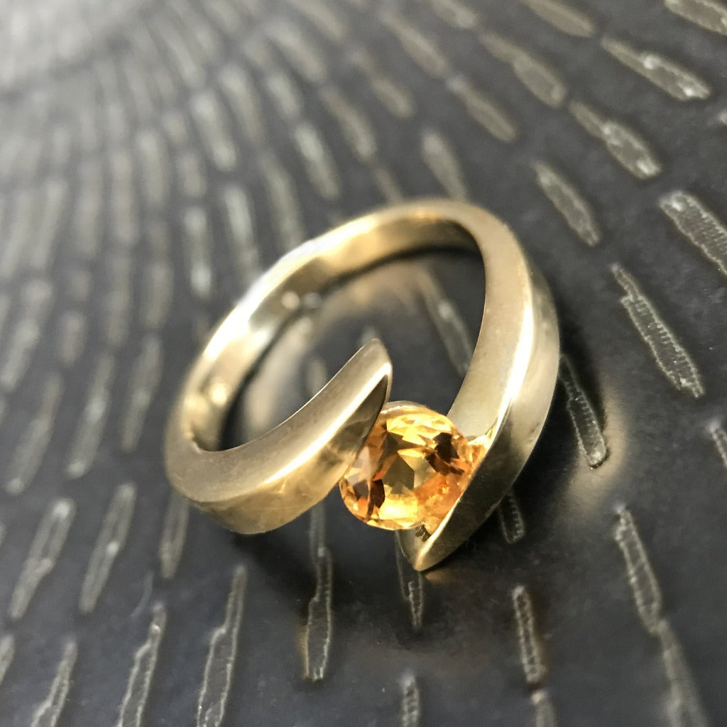 Round Cut Citrine and Yellow Gold Ring