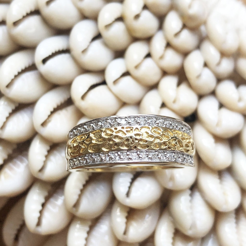 Animal track with diamond detail ring
