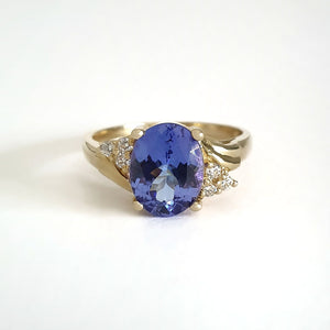 Oval Cut Tanzanite With Petite Double Trilogy Shoulder Accent\Oval Cut Tanzanite With Petite Double Trilogy Shoulder Accent