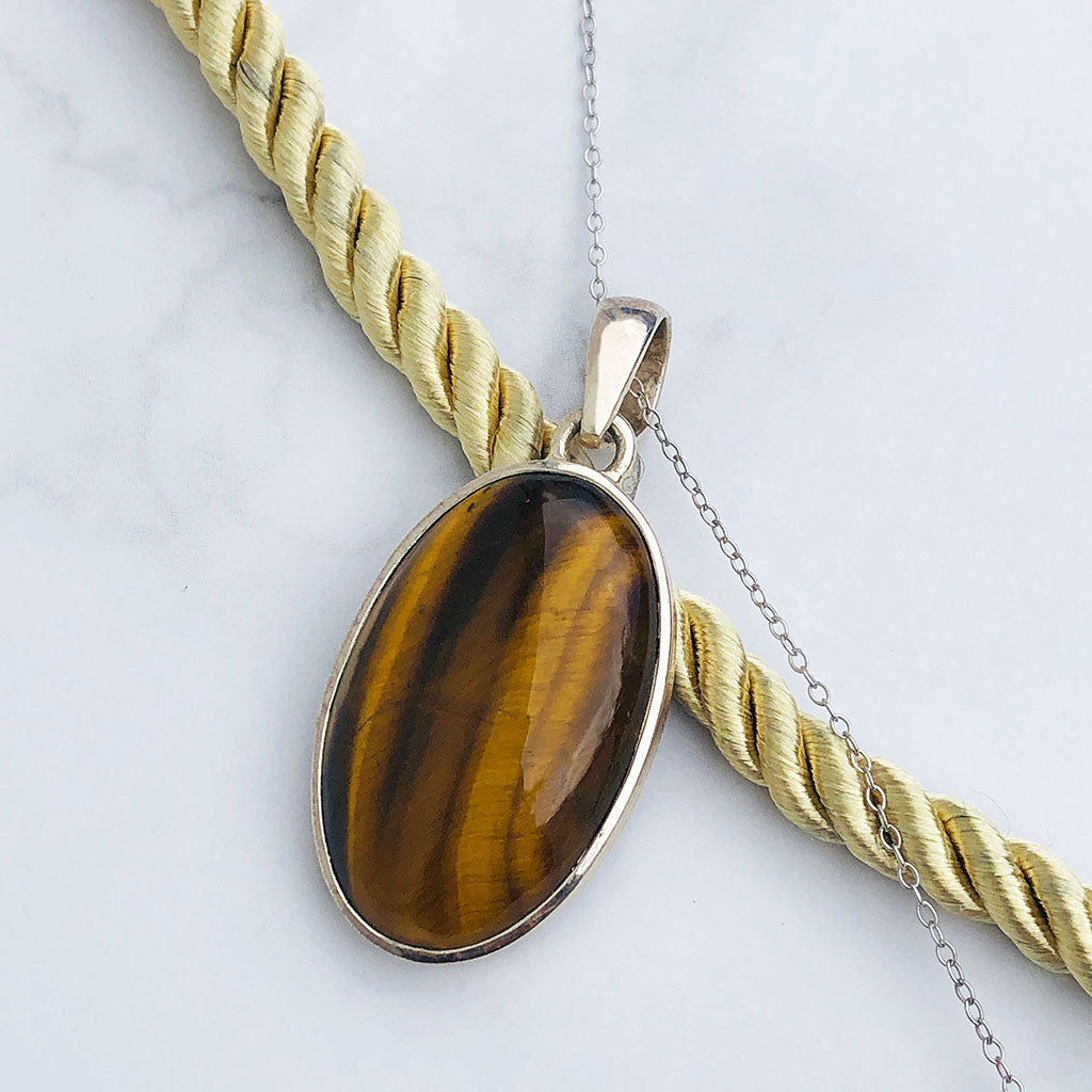 Oval Cut Tigers Eye Silver Pendant & Chain
