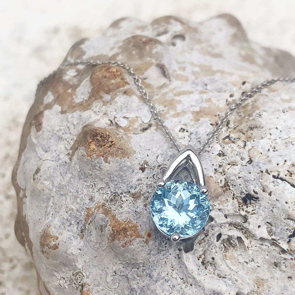 Solitaire Aquamarine and Open V shaped Bale Pendant