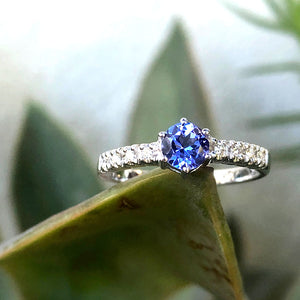 Stunning Solitaire Tanzanite with Diamond Shoulder Ring
