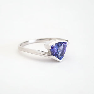 Trilliant Cut tanzanite with Twisted White Gold Band