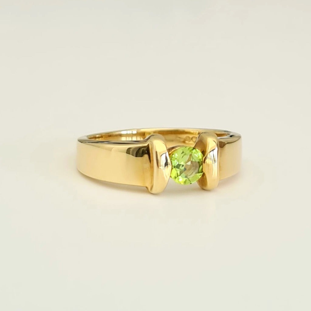 Wide Band Yellow Gold and Peridot Solitaire Ring with Gold Bar Detailing