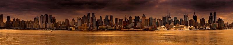 Stunning panoramic photograph of downtown New York City