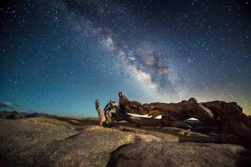 Stunning night photography showing the milky way