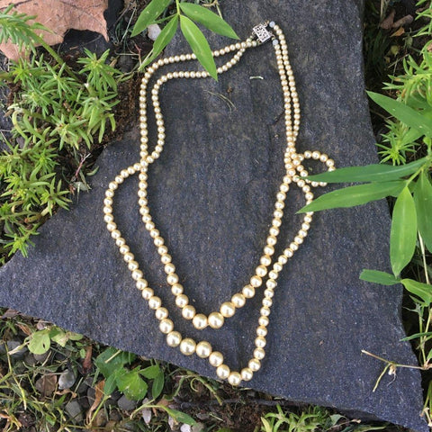 P123 - Poil/Pearls: Double Strand Necklace
