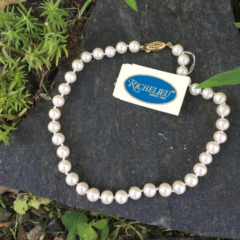 P129 - Poil/Pearls: Richelieu Single Strand Necklace
