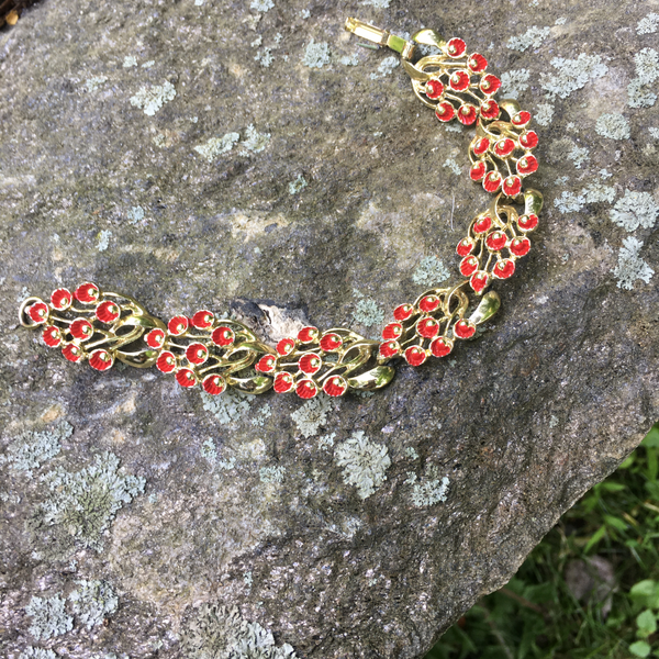 S107 - Goldtone Red Flower Bracelet