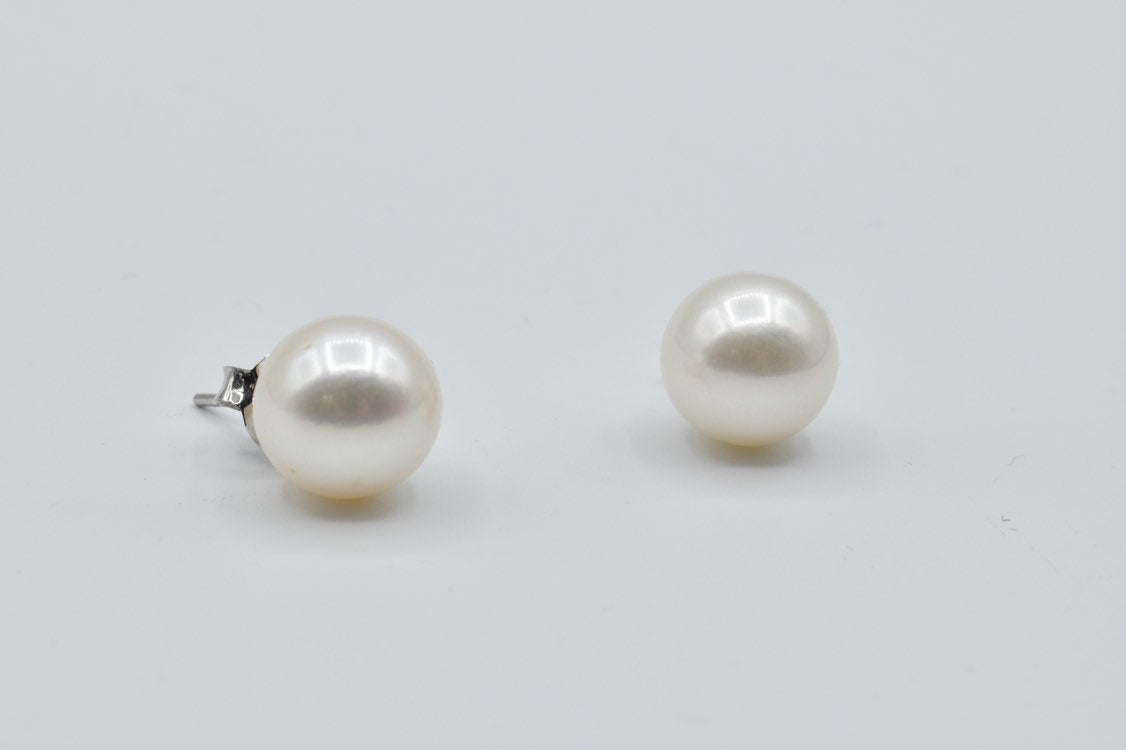 White South Sea pearl stud earrings in 14K white gold (12mm)