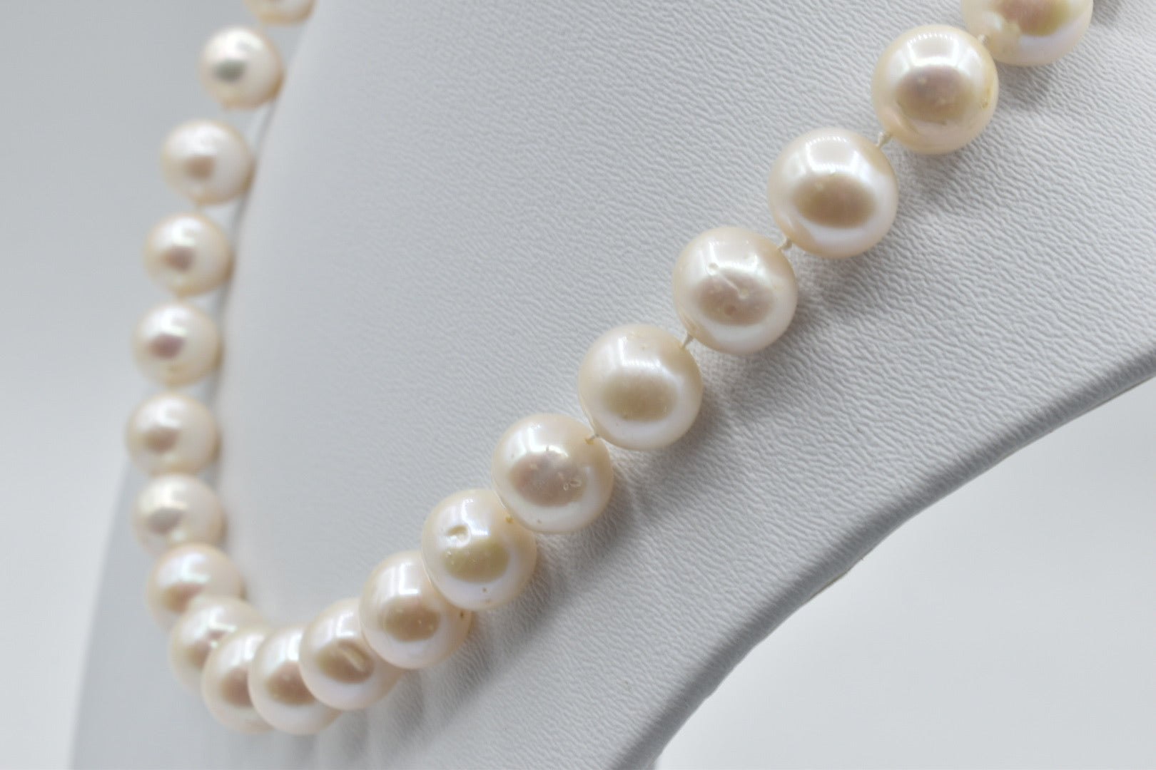 White Freshwater pearl necklace (11.0-12.0mm) - 18 inches